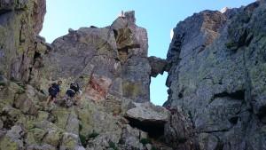 Senderismo extremo, rocas, desnivel, equilibrio