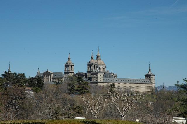 Visita guiada al Monasterio de El Escorial y senderismo por La Herrería para institutos