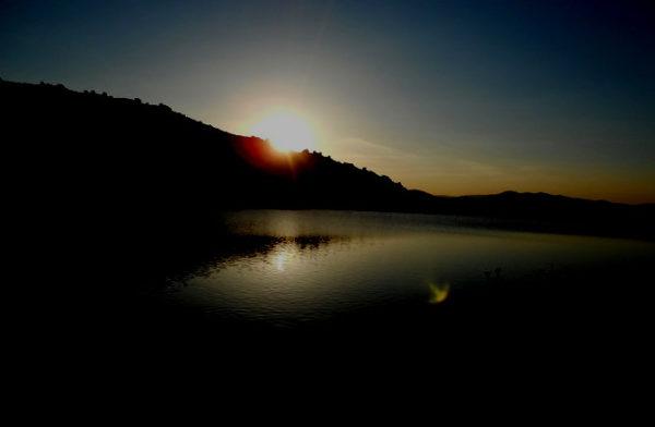 Senderismo nocturno al embalse de La Maliciosa con El Caminante y su Sombra
